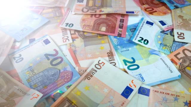 rotierende euro-banknoten - euros cash stock-videos und b-roll-filmmaterial