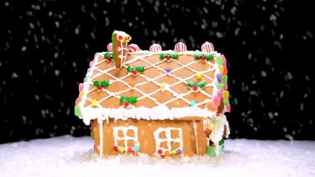 rotating gingerbread house - pepparkaka bildbanksvideor och videomaterial från bakom kulisserna