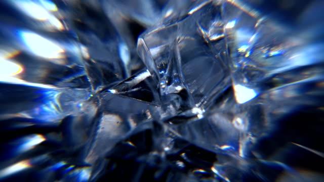 dönen cam hareketli arka plan - kristal stok videoları ve detay görüntü çekimi