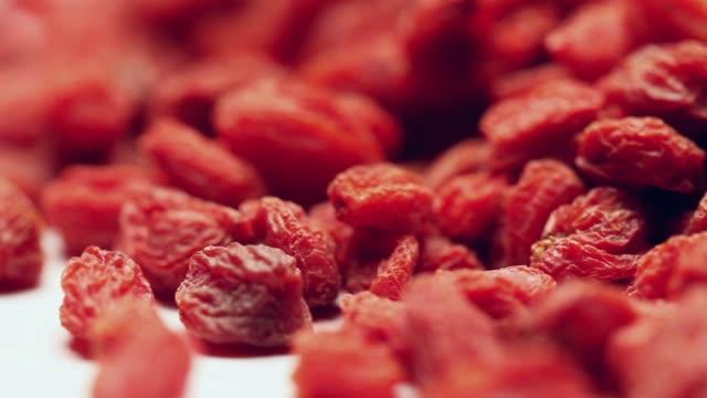 vídeos y material grabado en eventos de stock de bayas de goji giratorias - antioxidante