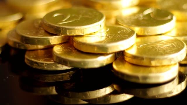 rotating golden coins - scatola del tesoro video stock e b–roll