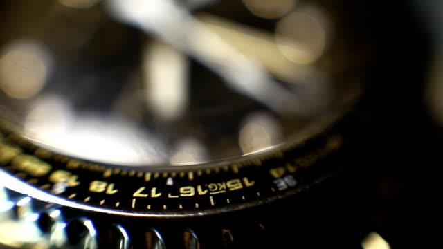 roterande gyllene armbandsur med kronograf närbild - armbandsur bildbanksvideor och videomaterial från bakom kulisserna