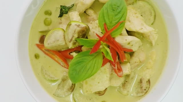 rotating  green curry chicken video