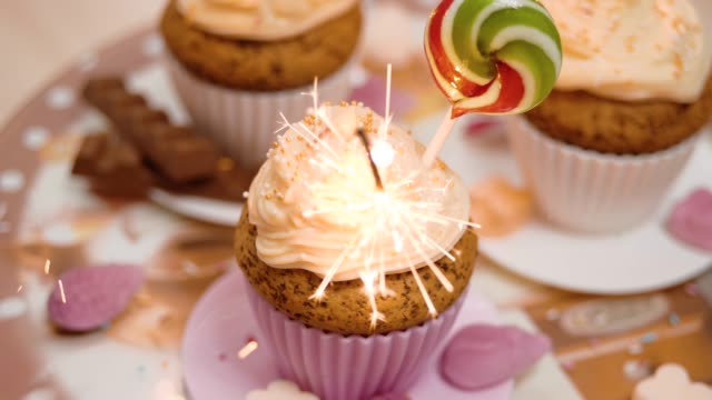4K - Rotating holiday cupcakes with sparklers