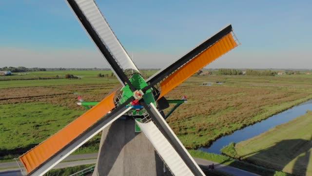 roterande kvarnar antenn skytte, närbild - drone amsterdam bildbanksvideor och videomaterial från bakom kulisserna