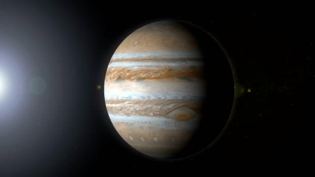 pianeta rotante giove nello spazio con buco nero - orbitare video stock e b–roll