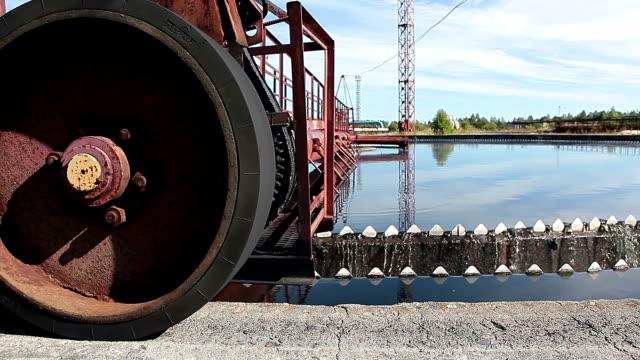 rotazione circolare di sedimentazione meccanismo di serbatoio - attrezzatura industriale video stock e b–roll