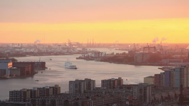 stockvideo's en b-roll-footage met rotterdam harbor,elevated view - rotterdam