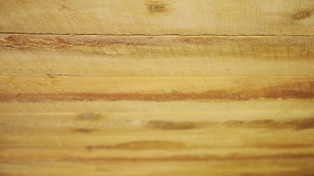 grov takplanka av trä med sågmärke - roof farm bildbanksvideor och videomaterial från bakom kulisserna