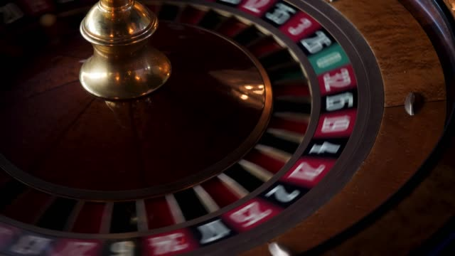 roulette i casinot spinning - wheel black background bildbanksvideor och videomaterial från bakom kulisserna