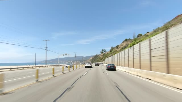 vídeos de stock e filmes b-roll de route one xvi synced series front view driving process plate - estrada 001