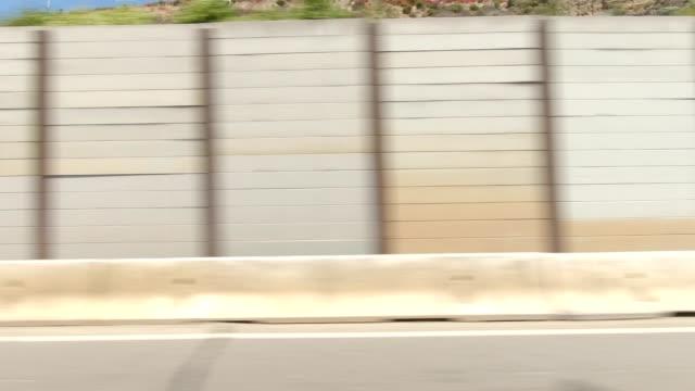 vídeos de stock e filmes b-roll de route one xvi synced series right view driving process plate - estrada 001