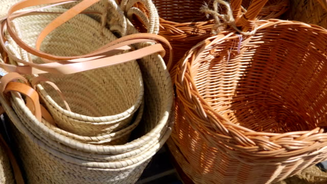 a row from many of wicker baskets for sale in spain - cestino video stock e b–roll