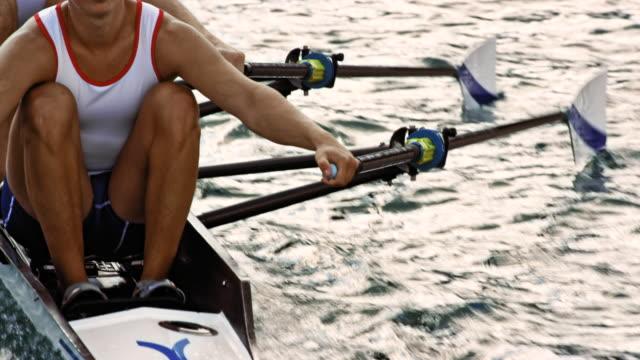 stockvideo's en b-roll-footage met roeiers in dubbel-twee in opleiding - paddle