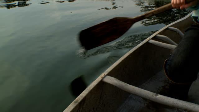stockvideo's en b-roll-footage met rowing canoe - paddle