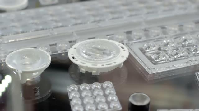 vídeos de stock, filmes e b-roll de fileiras de luzes de led diferentes eco-amigável - led