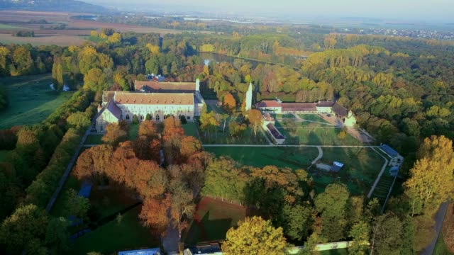 royaumont abbey in val d'oise - st louis стоковые видео и кадры b-roll