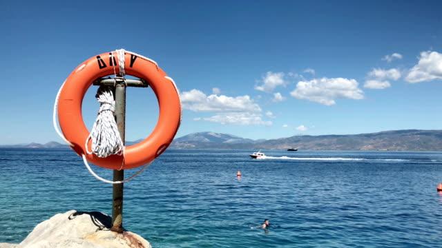 stockvideo's en b-roll-footage met rubberring in hydra, griekenland - opblaasband
