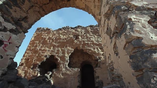 stockvideo's en b-roll-footage met ruïnes voor vintage arabische paleis in saoedi-arabië - riyad