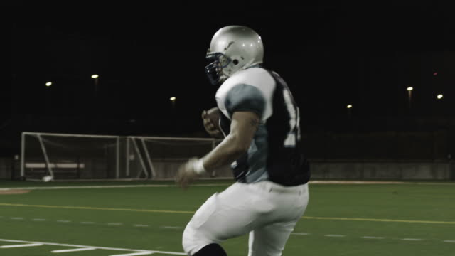 Running back runs through three defenders. video