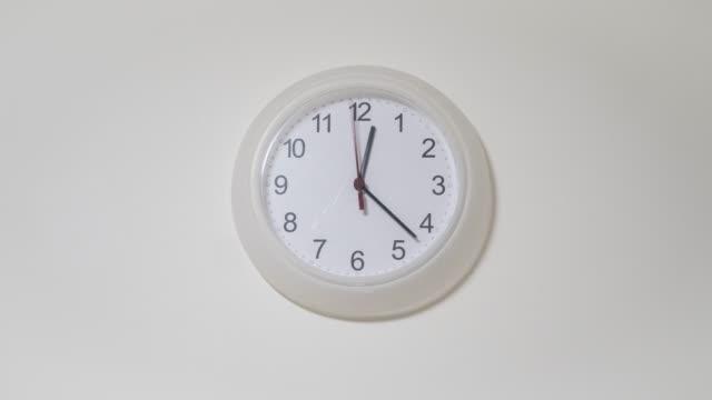 ランニング時計 - ファストモーション点の映像素材/bロール