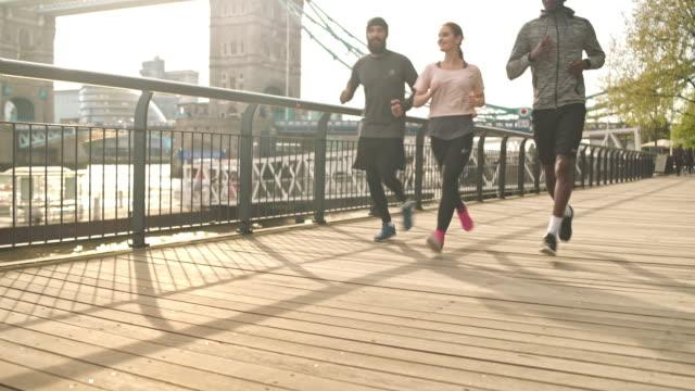 running toward their goal - wellness filmów i materiałów b-roll