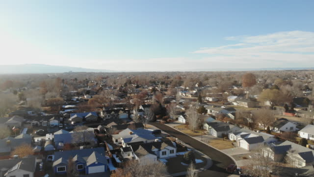 rural small town america video fly-over of neighborhoods - cittadina video stock e b–roll