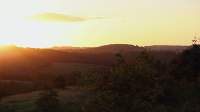 rural sunrise - 地平面 個影片檔及 b 捲影像