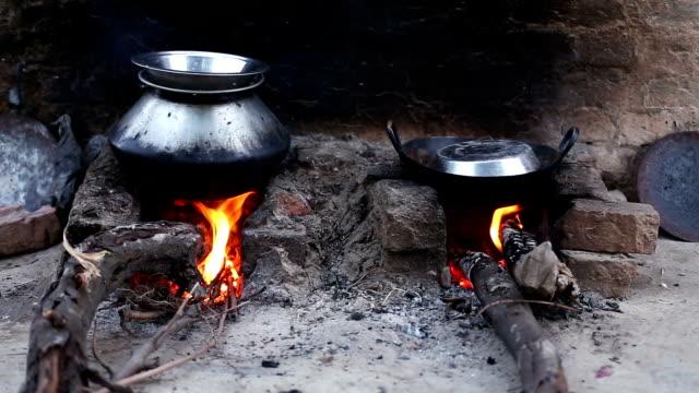 сельских дровяная печь - биомасса возобновляемая энергия стоковые видео и кадры b-roll