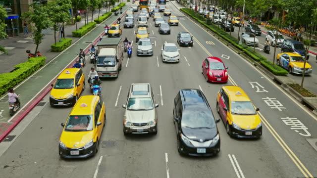 vídeos de stock e filmes b-roll de rush hour commuting in city - estrada urbana