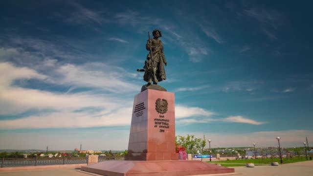 vídeos de stock e filmes b-roll de russia irkutsk city day light memory monument 4k time lapse siberia - irkutsk