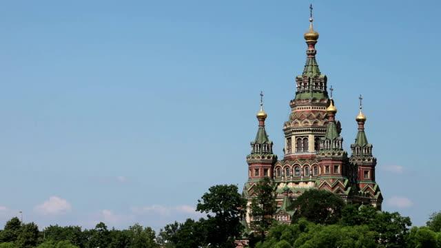 ryssland, peterhof och kyrkan st peter och paul-kyrkan - peter the apostle bildbanksvideor och videomaterial från bakom kulisserna