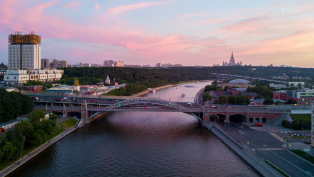 russia sunset moscow river and sunny cityscape aerial panorama 4k hyper time lapse - rzeka moskwa filmów i materiałów b-roll