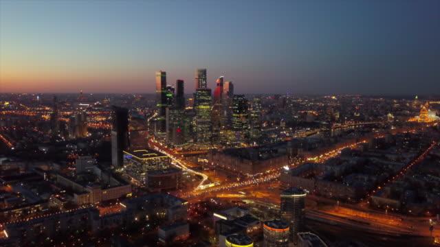 ryssland solnedgång sky moskva modern stad trafik road ring junction antenn stadsbilden panorama 4k - moskva bildbanksvideor och videomaterial från bakom kulisserna
