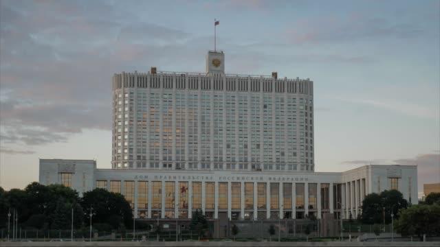 russian federation government house white house in moscow. - polityka i rząd filmów i materiałów b-roll