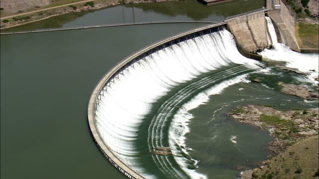 ryan dam und falls-luftaufnahme-montana, cascade county, vereinigte staaten - staudamm stock-videos und b-roll-filmmaterial