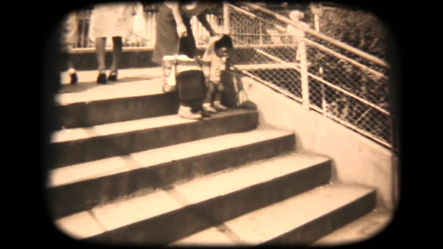 60er jahre-8 mm-film - crawling up the stairs - 20. jahrhundert stock-videos und b-roll-filmmaterial