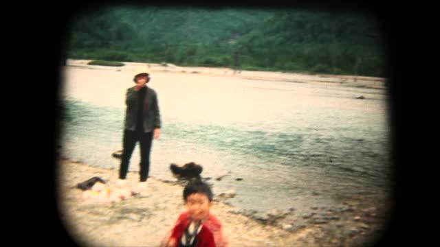 60 年代の 8 mm 映像 - kmikouchi で家族旅行 - アーカイブ画像点の映像素材/bロール
