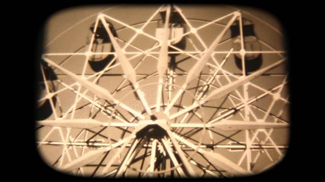 vídeos de stock, filmes e b-roll de filmagens de 8 mm de 60 - em uma roda gigante com a mãe - festival tradicional