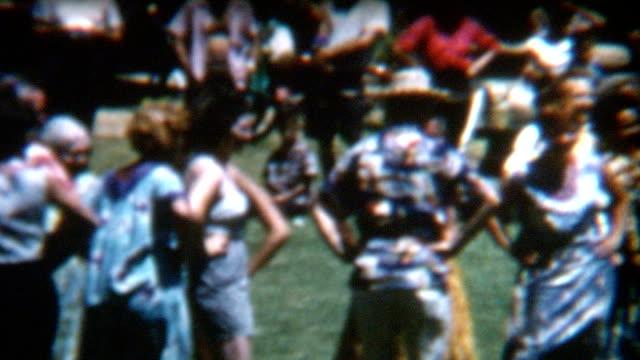 vidéos et rushes de années 1950 femmes de danse hula - film d'archive