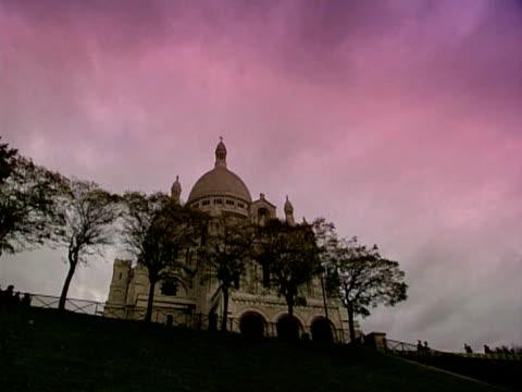 sacre coeur in paris - i̇badet yeri stok videoları ve detay görüntü çekimi