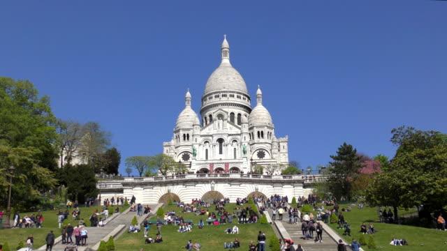 sacre coeur - paris, frankrike - montmatre utsikt bildbanksvideor och videomaterial från bakom kulisserna