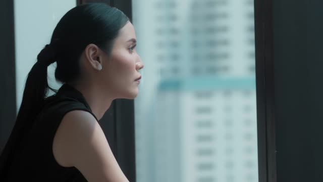 悲しいビジネスウーマン - 女性 落ち込む点の映像素材/bロール