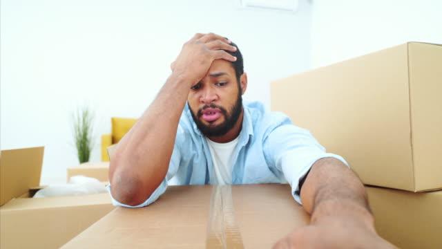 stockvideo's en b-roll-footage met triest jong man portret. - gefabriceerd object