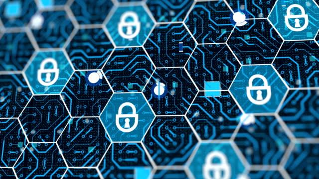 コンピュータシステムマイクロチップ上の安全な保護された南京錠、ウイルスに対する防御 - ウイルス対策ソフト点の映像素材/bロール