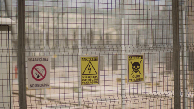 vídeos y material grabado en eventos de stock de señales de seguridad - etiquetas de peligro, advertencia y precaución - peligro eléctrico de alto voltaje, peligro de muerte - descarga eléctrica