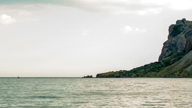 segelbåt i havet i horisonten - fornhistorisk tid bildbanksvideor och videomaterial från bakom kulisserna