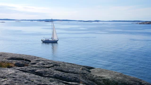 en segelbåt rör sig långsamt över vattnet - summer sweden bildbanksvideor och videomaterial från bakom kulisserna