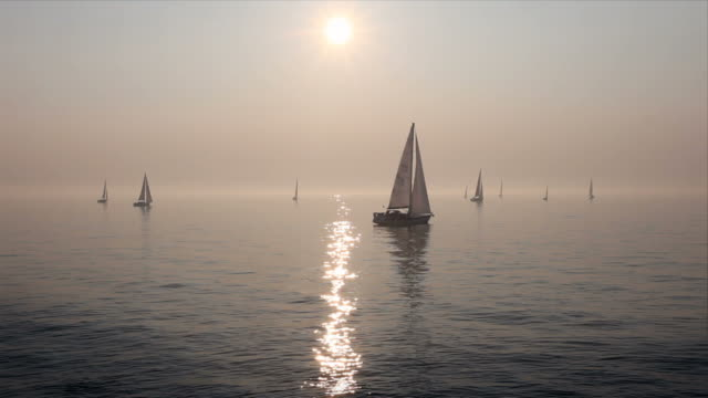 segelboote am meer - ostsee stock-videos und b-roll-filmmaterial