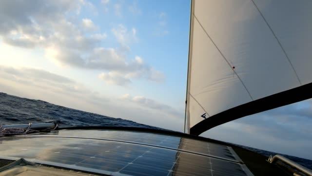 sailing at open sea along the atlantic ocean - oceano atlantico video stock e b–roll
